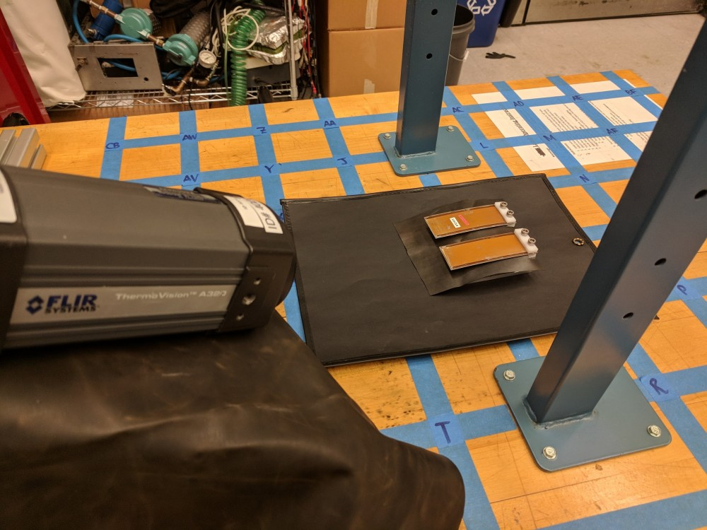 Test setup for thermal imaging of the MARIO actuators.